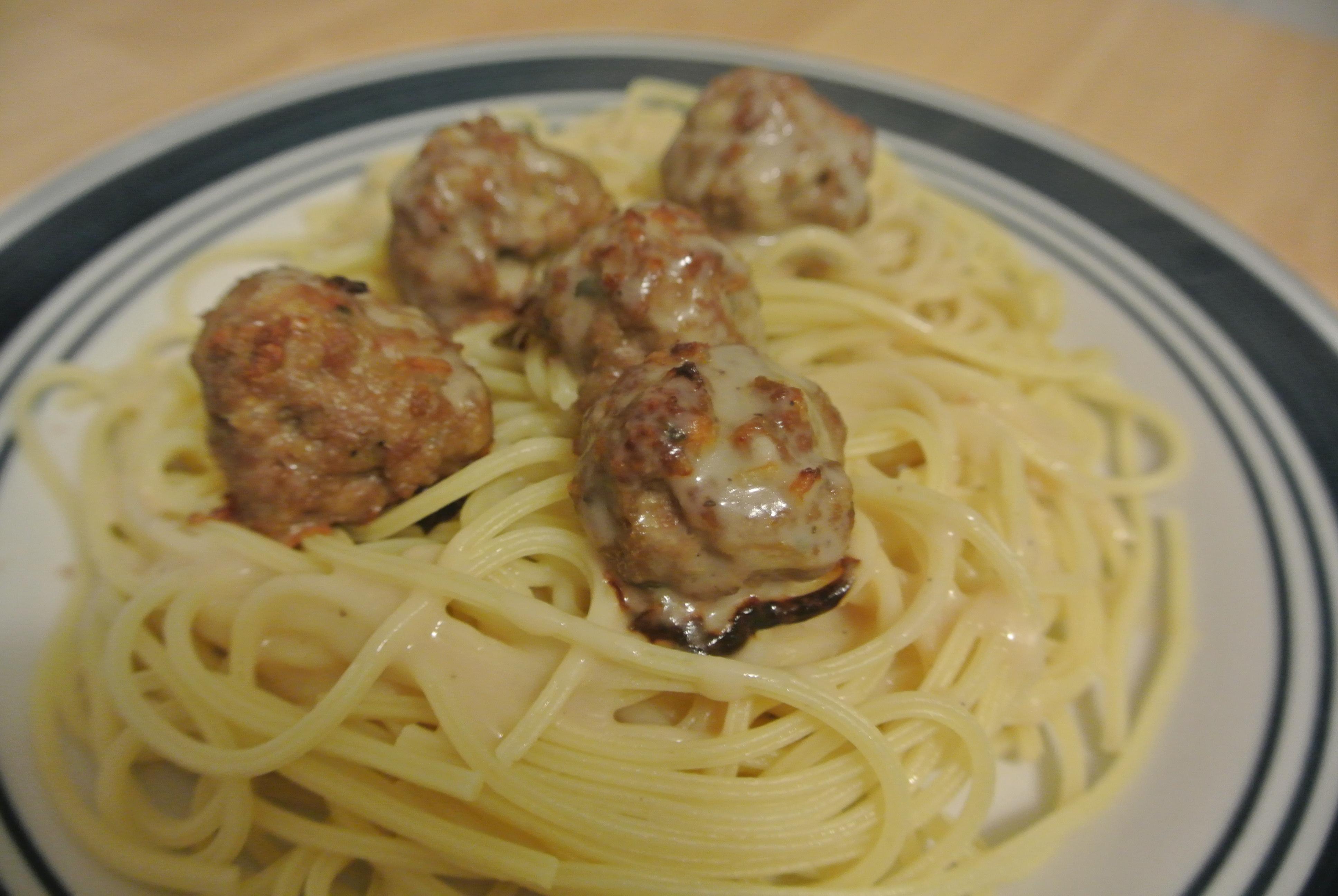 Boulettes de viande en sauce meatballs and gravy la - Boulette de boeuf maison ...